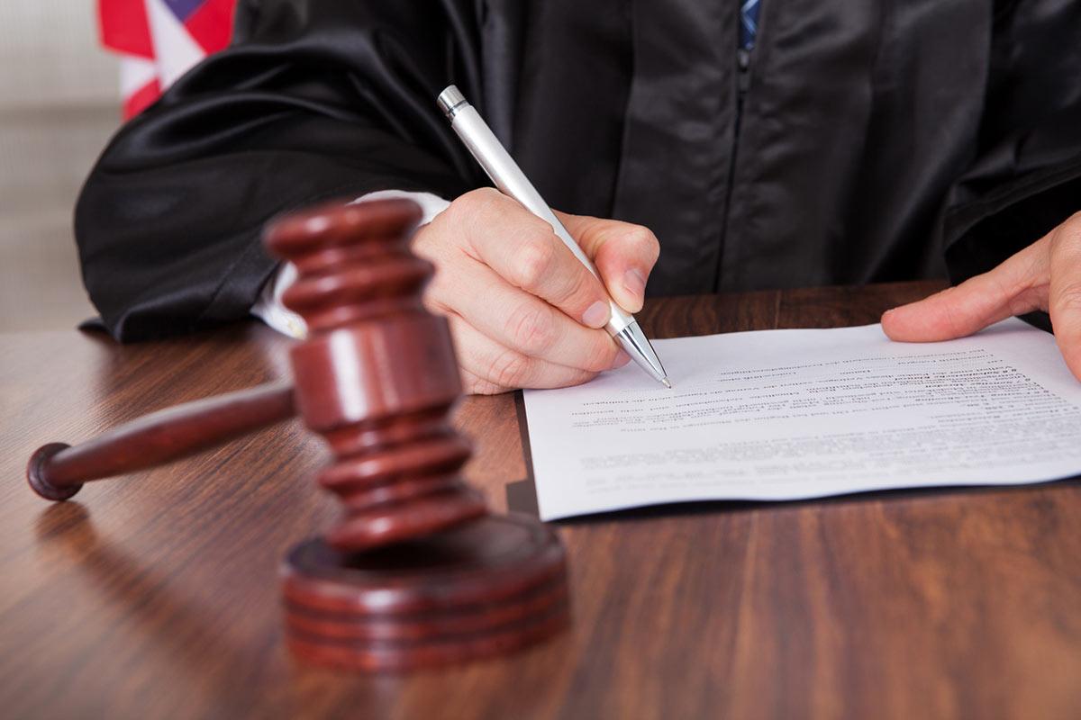 Семья вологодских врачей через суд добилась обещанного жилья