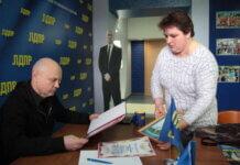 СМИ: В Оренбургской ЦРБ притесняют лаборанта из-за отказа подписать приказ об урезании зарплаты