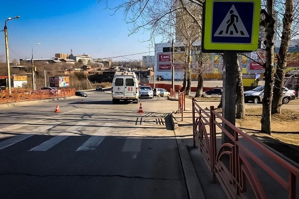 Машина «скорой» наехала на пешеходном переходе на женщину с коляской