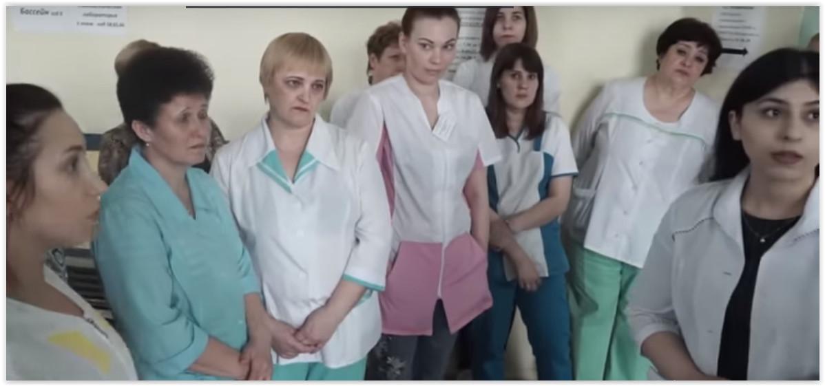 Главврач серовской больницы отстранил руководство поликлиники после жалоб на зарплаты