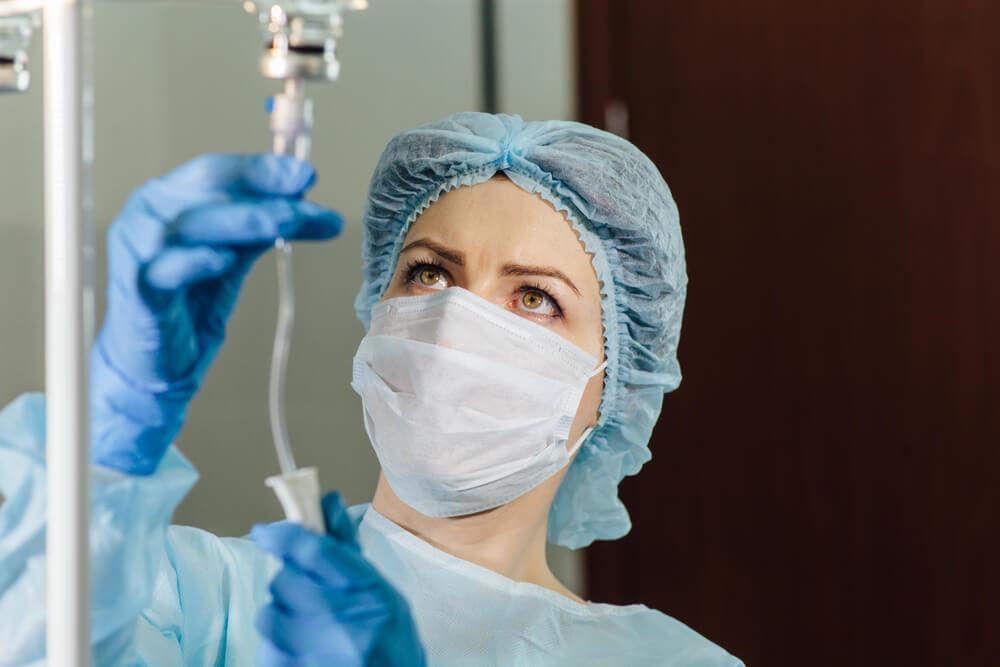 Минздрав предложил запретить медсёстрам оказывать косметологические услуги без назначения врача