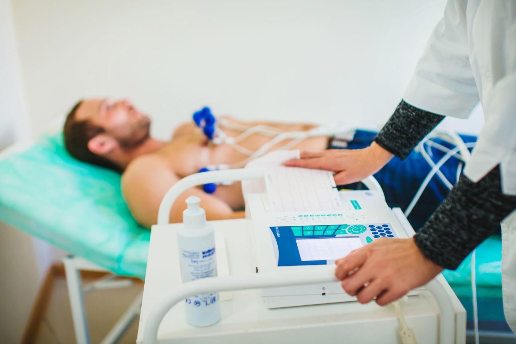 В Улан-Удэ пациент украл из машины «скорой» кардиограф