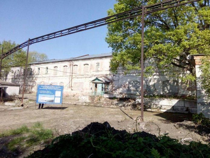В Саратовской области планируют из бывшего роддома сделать жилой дом для врачей