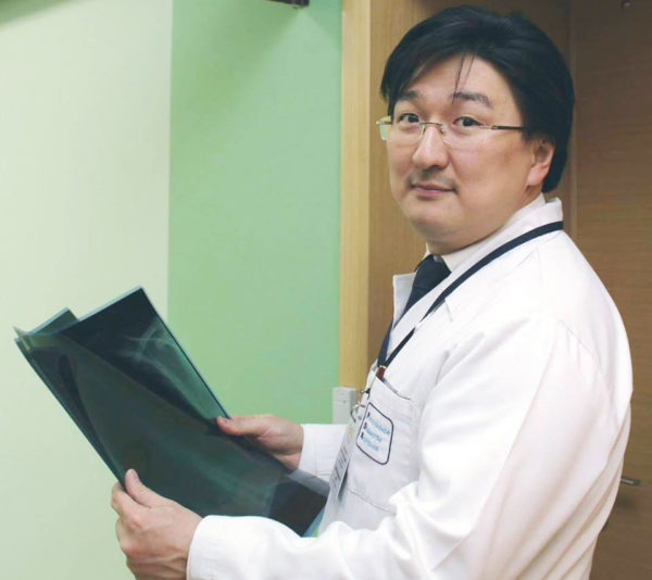 Колоректальный хирург и онколог, глава центра хирургии в GMS Clinic, врач-просветитель и блогер Бадма Башанкаев