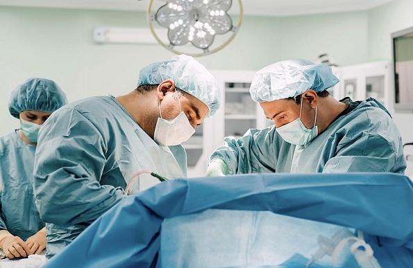 Хирурги из Тюмени удалили пациенту 15-килограммовую злокачественную опухоль
