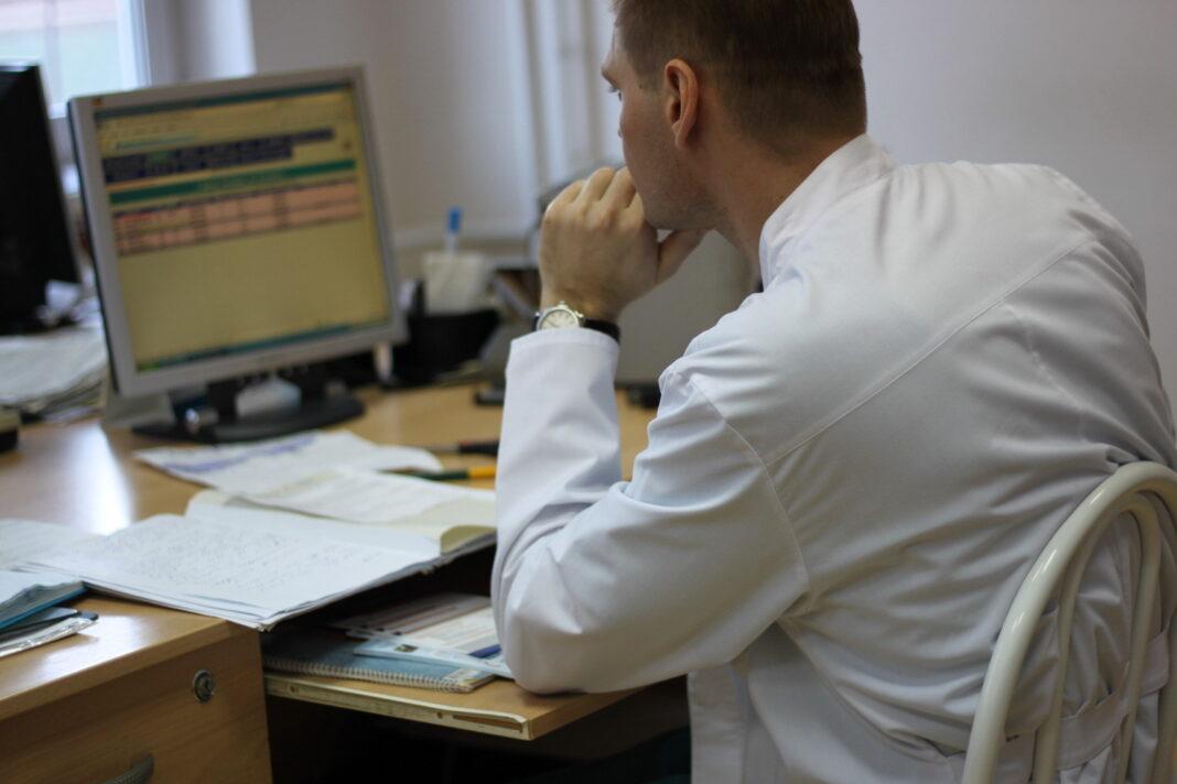 """""""Нелепые нововведения в ОМС сильно изменили жизнь российского врача"""""""