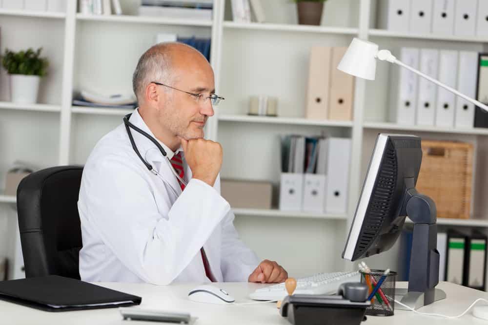 Об «отсталых» докторах: «Ни разу работа не стояла из-за неумения пользоваться компьютером»