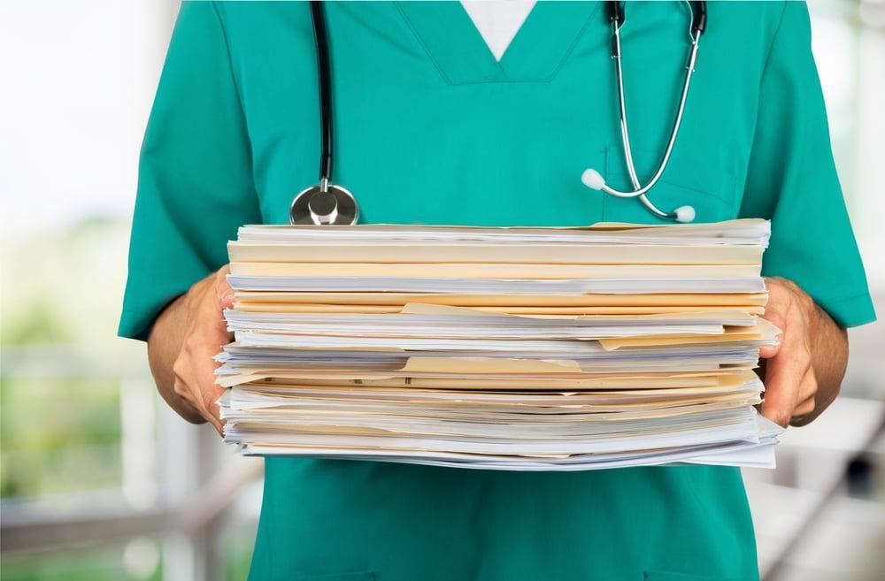 Минздрав призвал избавить врачей от рутины