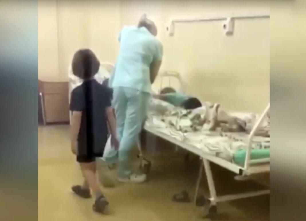 СМИ: московская студентка медколледжа ударила и связала ребёнка