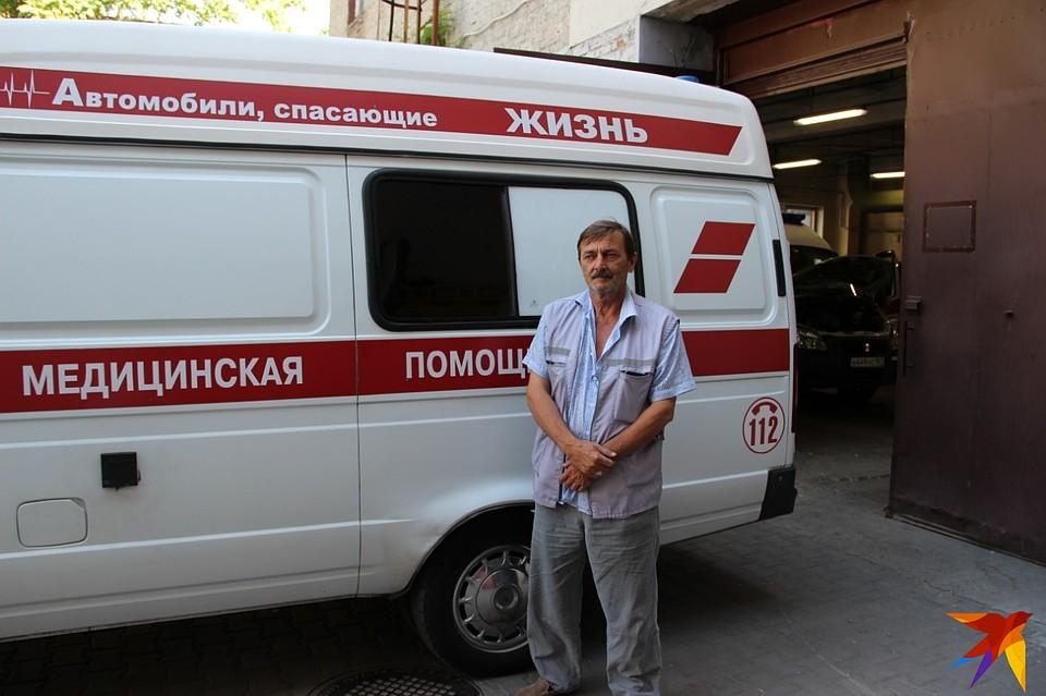 Ростовскую «скорую» закидали кирпичами на светофоре