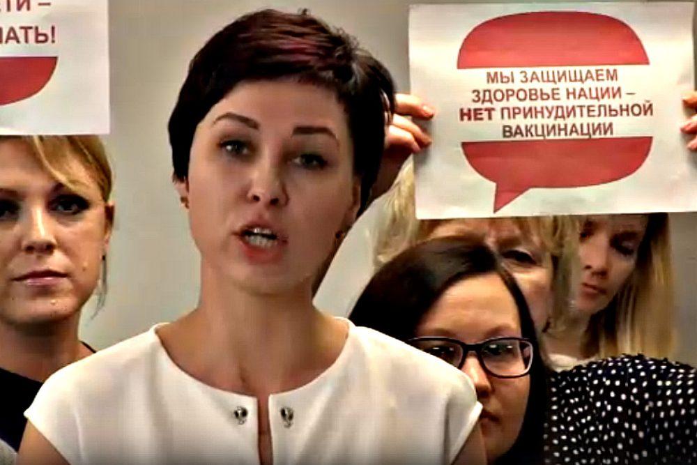 """Отряд матерей из Магнитогорска просит Путина спасти их детей от """"вредной"""" Манту"""