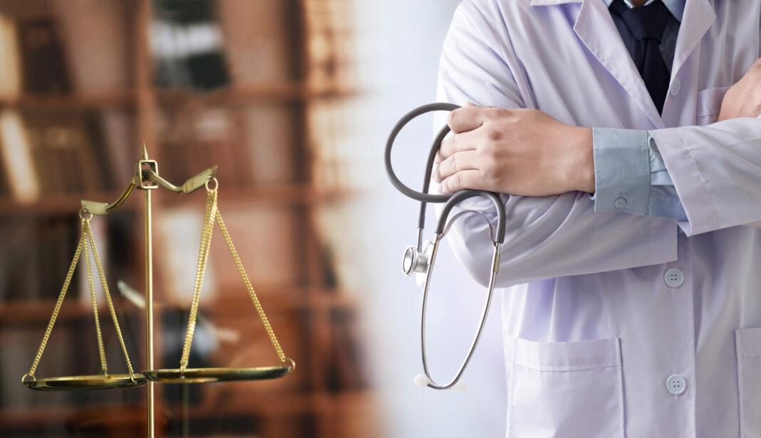 """Акушер-гинеколог призвал врачей не быть """"баранами"""" и нанимать """"банды адвокатов"""""""