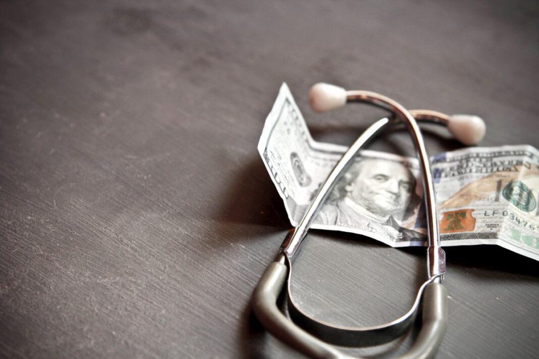 """В Росстате рассказали, где живут самые """"богатые"""" врачи"""