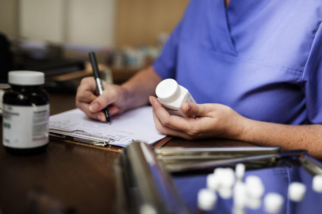Минздраву поручено упростить выписку наркотических лекарств на дому