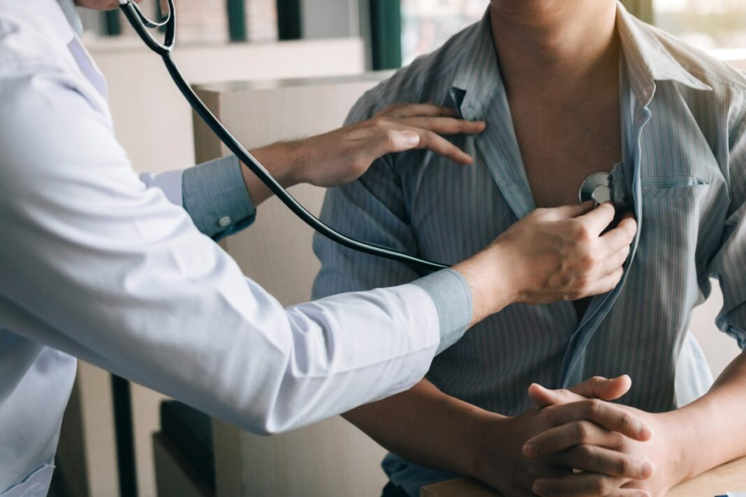 """Пациенты жалуются на """"оттопыренные халатики"""" врачей"""