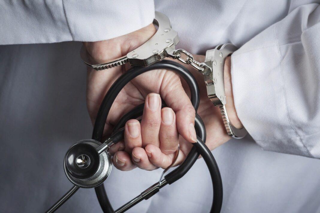 Генпрокурора попросили обратить внимание на дела врачей