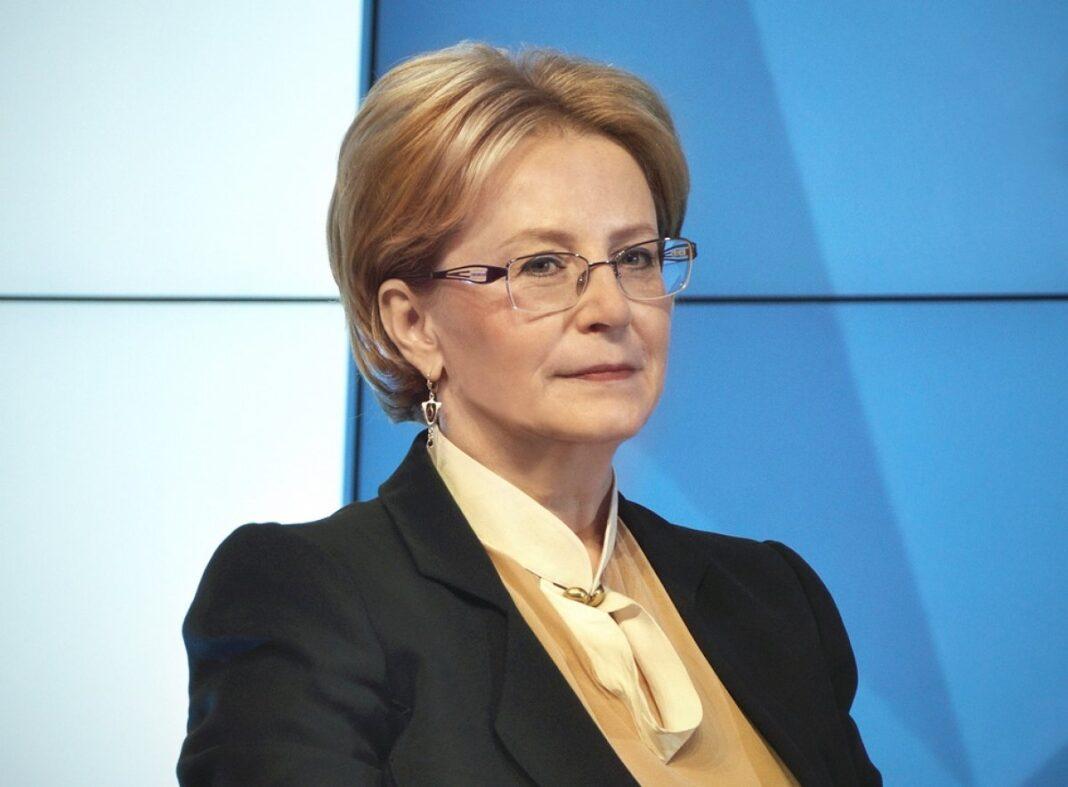 Скворцова рассказала о средней зарплате врачей
