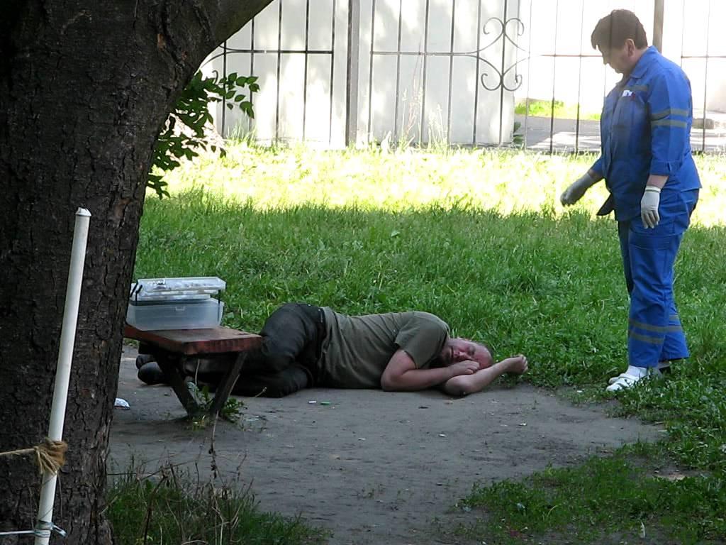 РПЦ и Минздрав попросили медиков помогать бездомным
