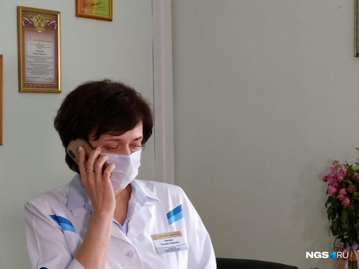 В Новосибирске 20 января в детской горбольнице № 1 умерла двухлетняя Аделина Кинчарова. Она поступила с рвотой. После УЗИ хирург исключил острую патологию и с повышенным показателем сахара направил девочку в другое отделение. Пациентку положили в реанимацию, где она умерла рано утром. Минздрав предварительной причиной смерти считает редкую врождённую аномалию развития кишечника, которая привела к завороту толстой и тонкой кишок. Родители с этим не согласны и написали заявление в Следственный комитет. Случай вызвал большой резонанс и попал в передачу «Мужское и женское» на Первом канале с публичной травлей врачей. 19 января вечером после выпитого йогурта у девочки заболел живот и была рвота, несколько раз с желчью. «Скорая» отвезла ребёнка в ДКБ СМП на Красном проспекте. После УЗИ девочке поставили под вопросом острую кишечную непроходимость. Хирург исключил острую патологию и с подозрением на «сахарный диабет» направил пациентку в Детскую горбольницу № 1 на Вертковской. Девочку положили в отделение реанимации, маме остаться с ребёнком не разрешили, а утром сообщили о смерти дочери.