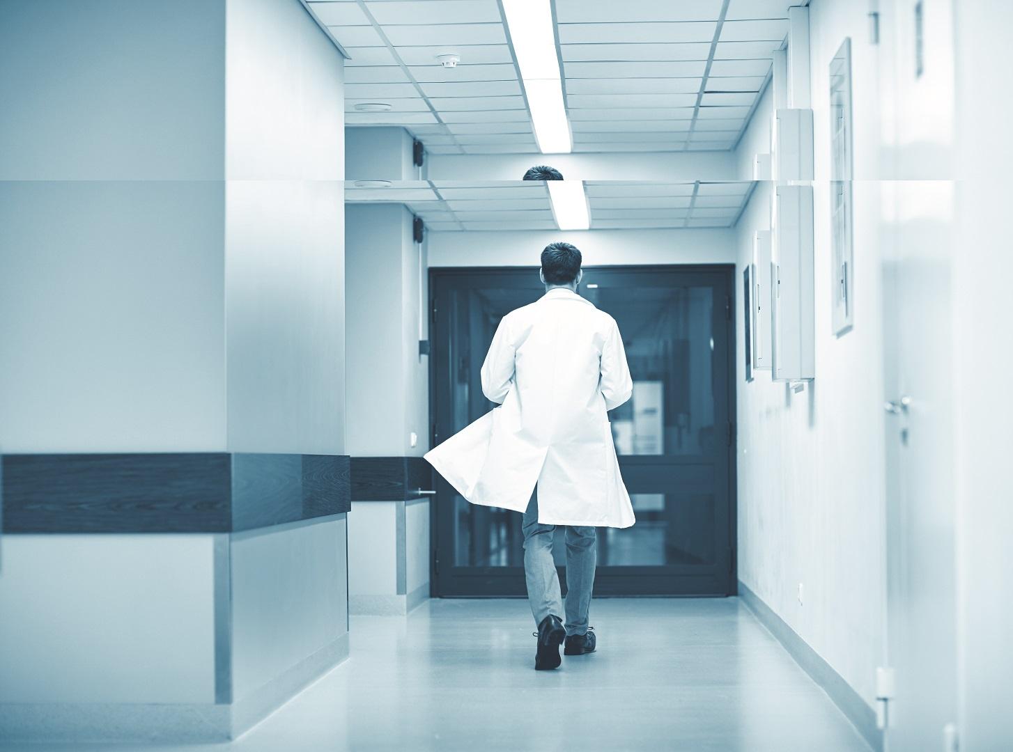 Премьер-министр поручил премировать врачей за вклад в борьбу с коронавирусом