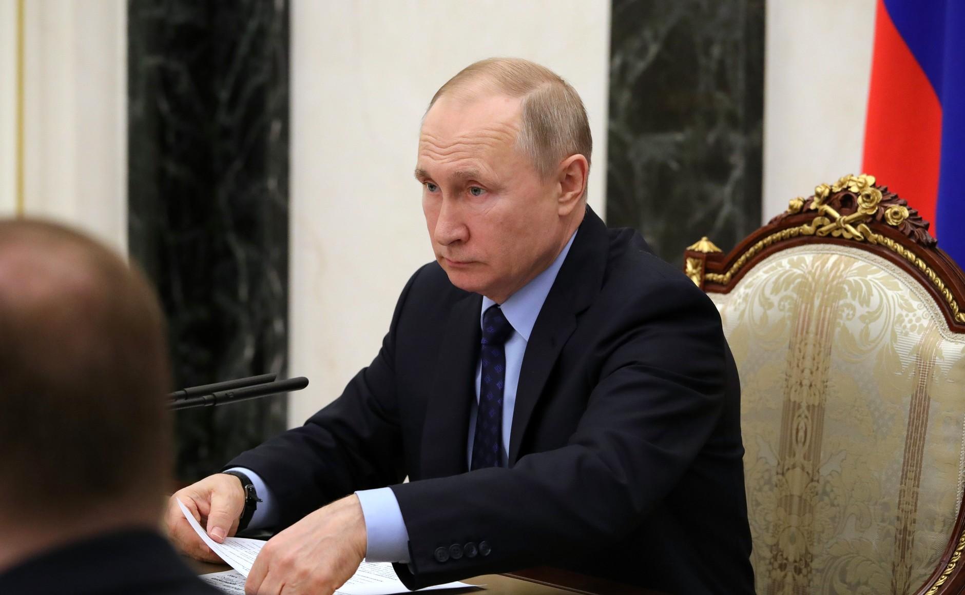 Путин подписал указ об интернет-торговле безрецептурными лекарствами