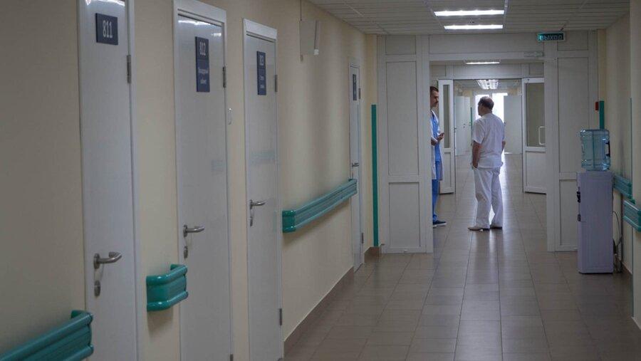 СМИ: В каменской «инфекционке» 11 медработников написали заявления на увольнение