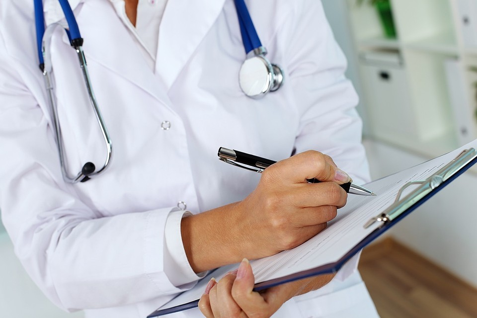 Средняя зарплата врачей – 80,7 тысяч рублей, больше всего получают на Чукотке