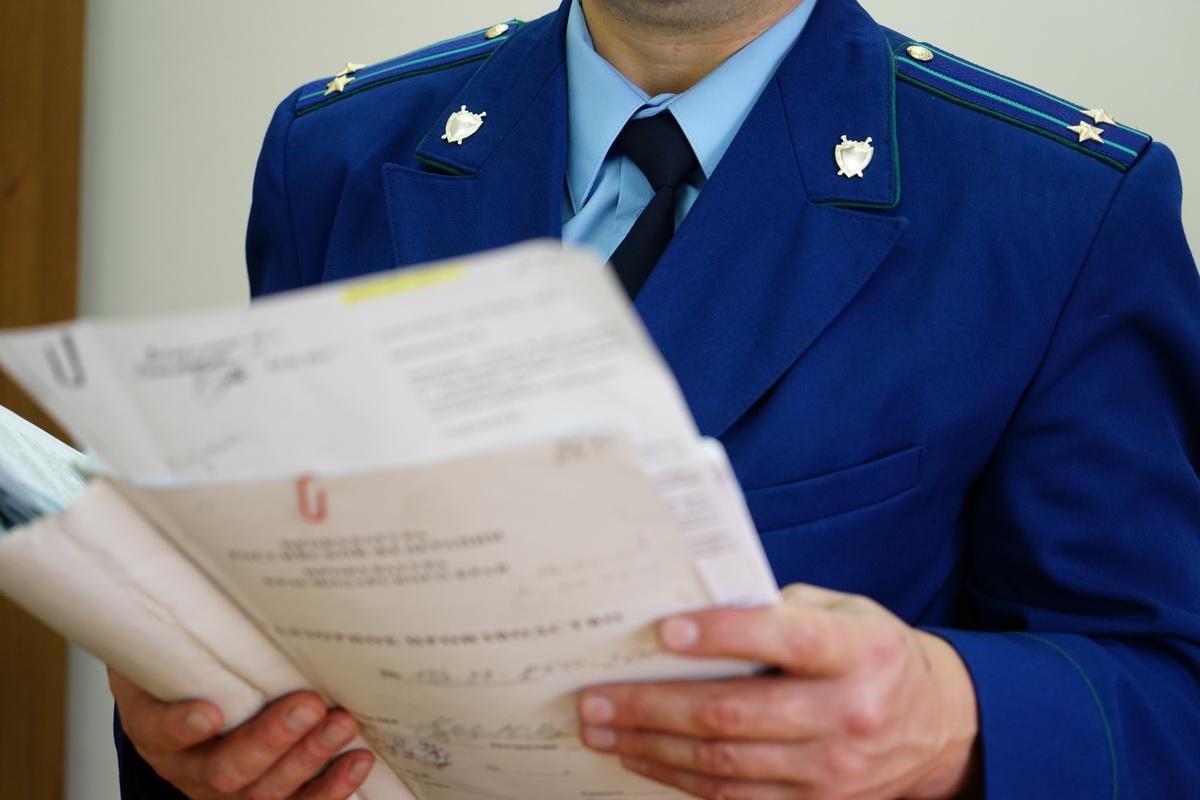 Новосибирская прокуратура потребовала выплатить фельдшеру полмиллиона рублей