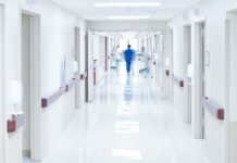 «Мы спим в сестринских»: Коллектив и пациентов закрыли на карантин в больнице