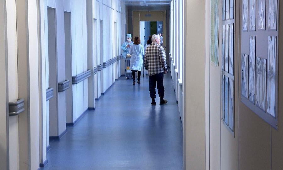 Медиков свердловской больницы перевели на минимальную зарплату