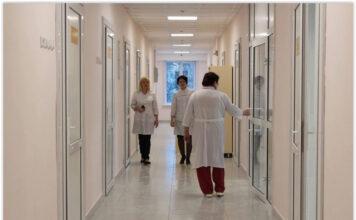 В Алтайском крае уже два врача отказались работать из-за страха заразиться коронавирусом