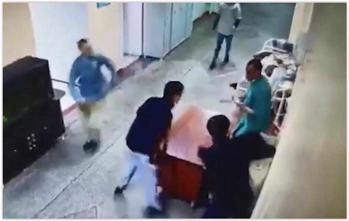В Иркутске шесть пациентов сбежали из психбольницы