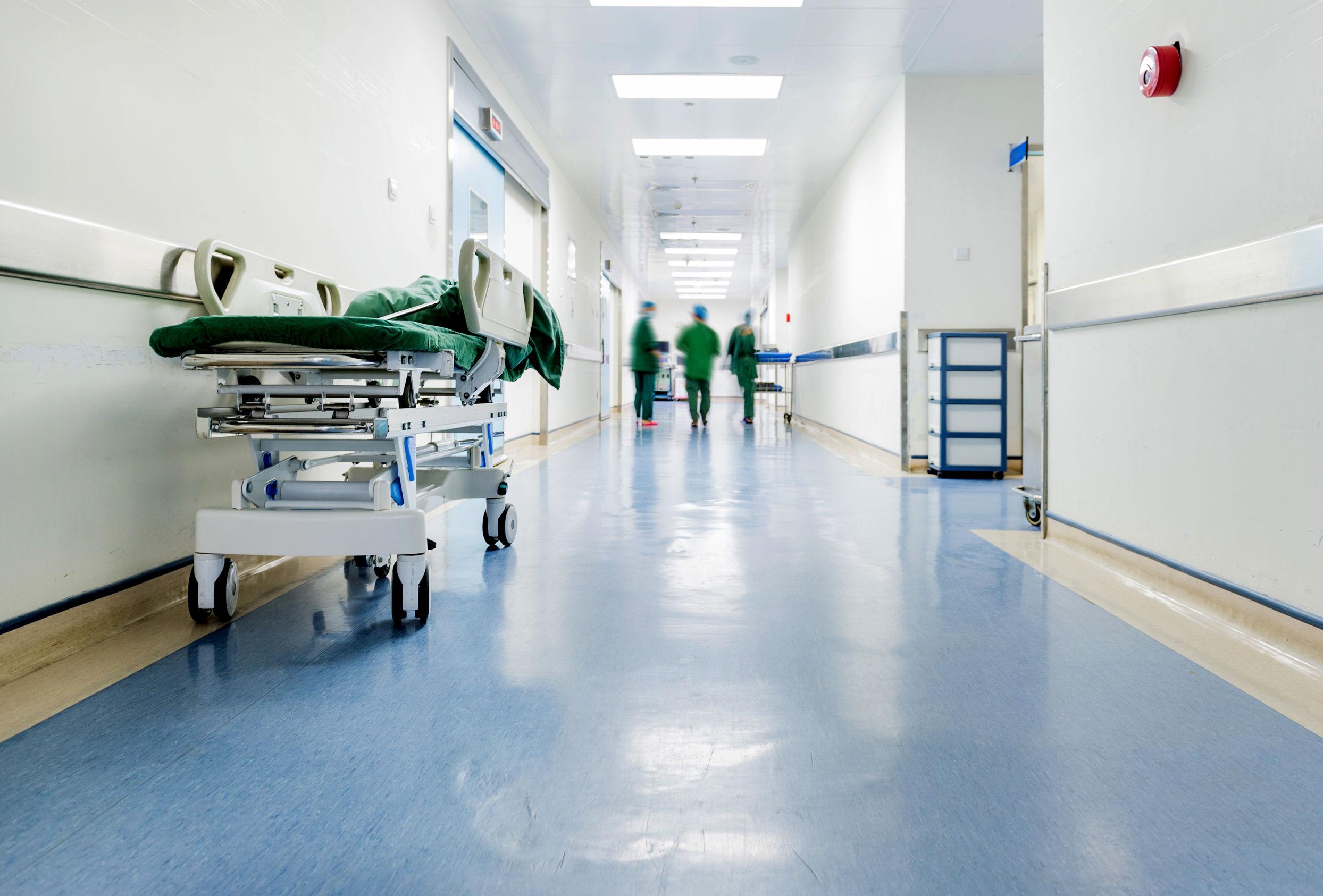 Регионы России вводят дополнительные «ковидные» выплаты для другого персонала больниц