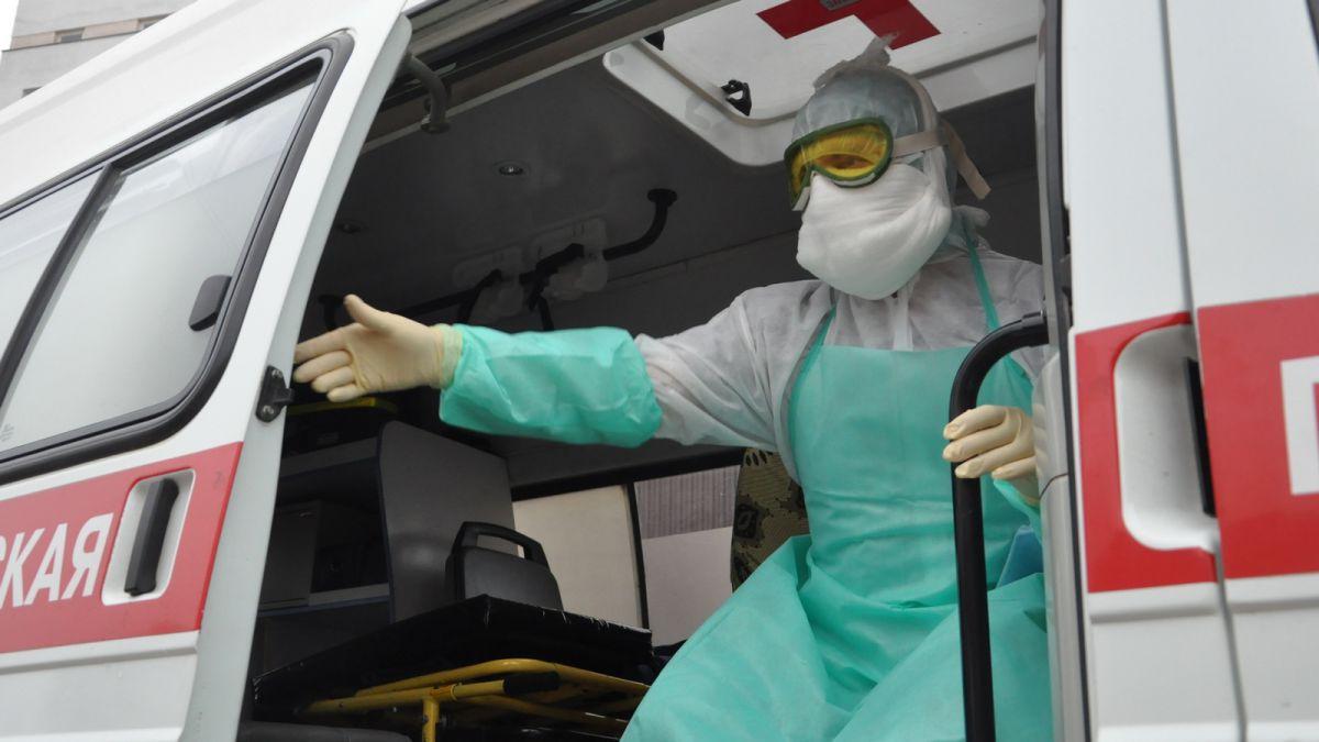 «Работаю в инфекционной бригаде «скорой», больше месяца не видел семью»
