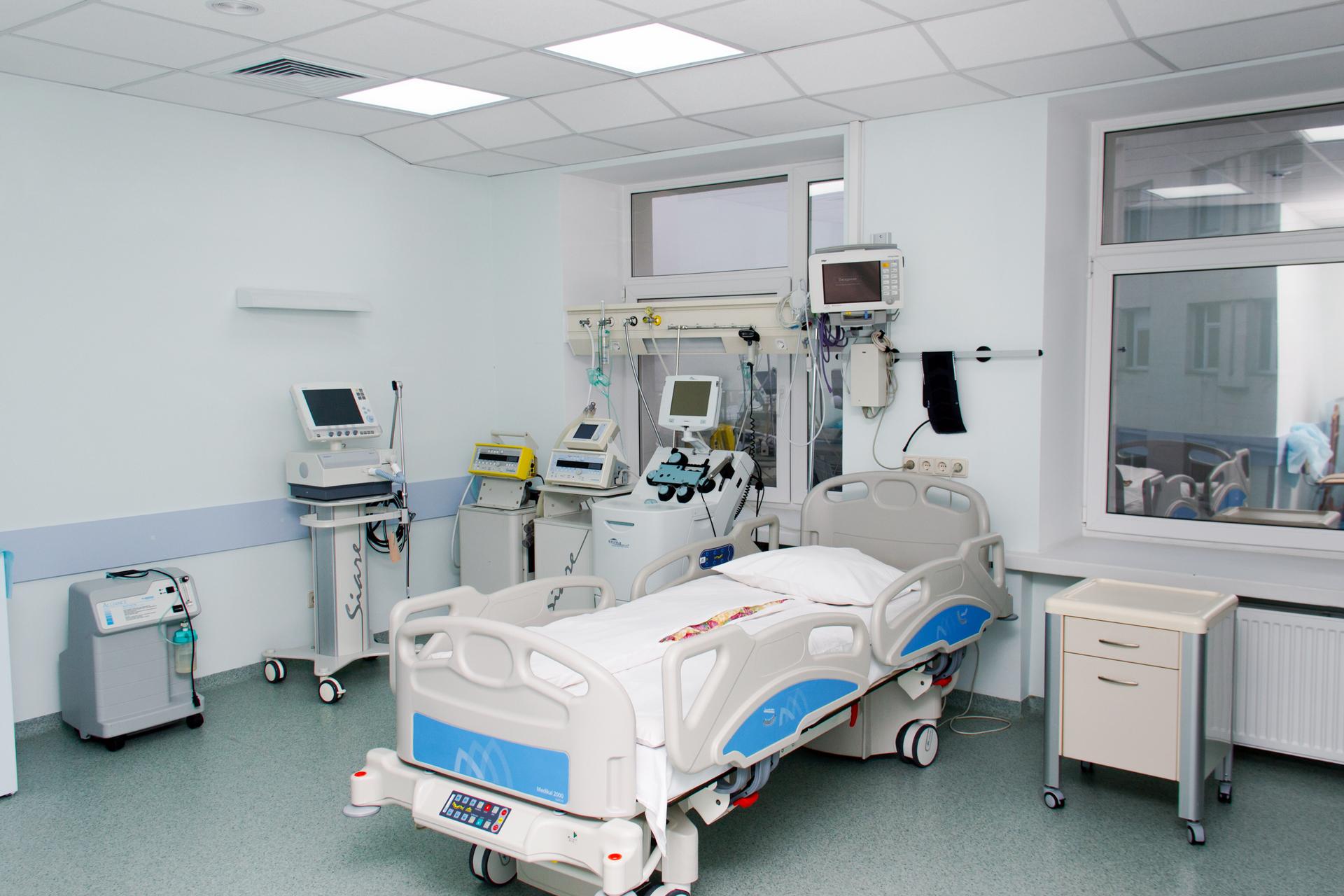 В Санкт-Петербурге пациент реанимации ранил ножом двух больных в тяжёлом состоянии