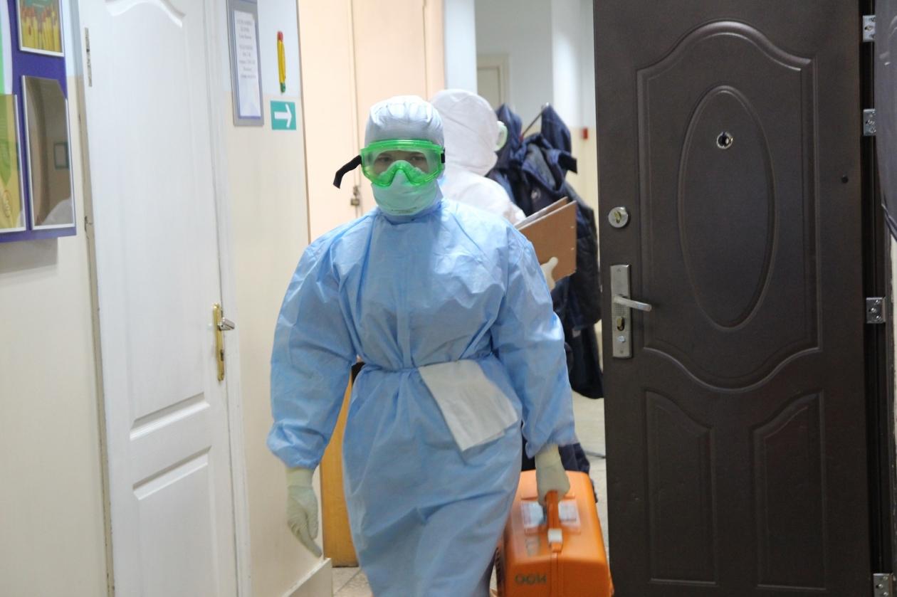 Иркутский Минздрав: Зарплаты работающих с COVID врачей достигают 300 тысяч рублей