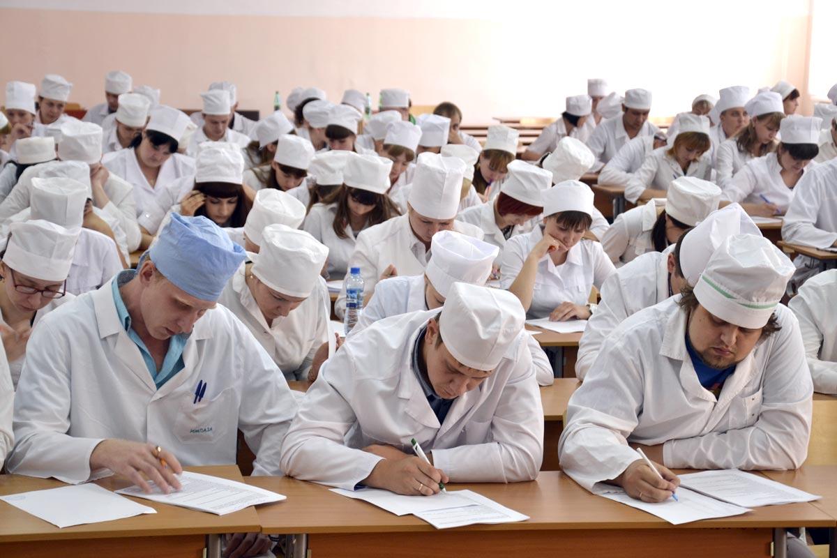 В этом году выпускники школ чаще всего для поступления выбирают медицинские вузы