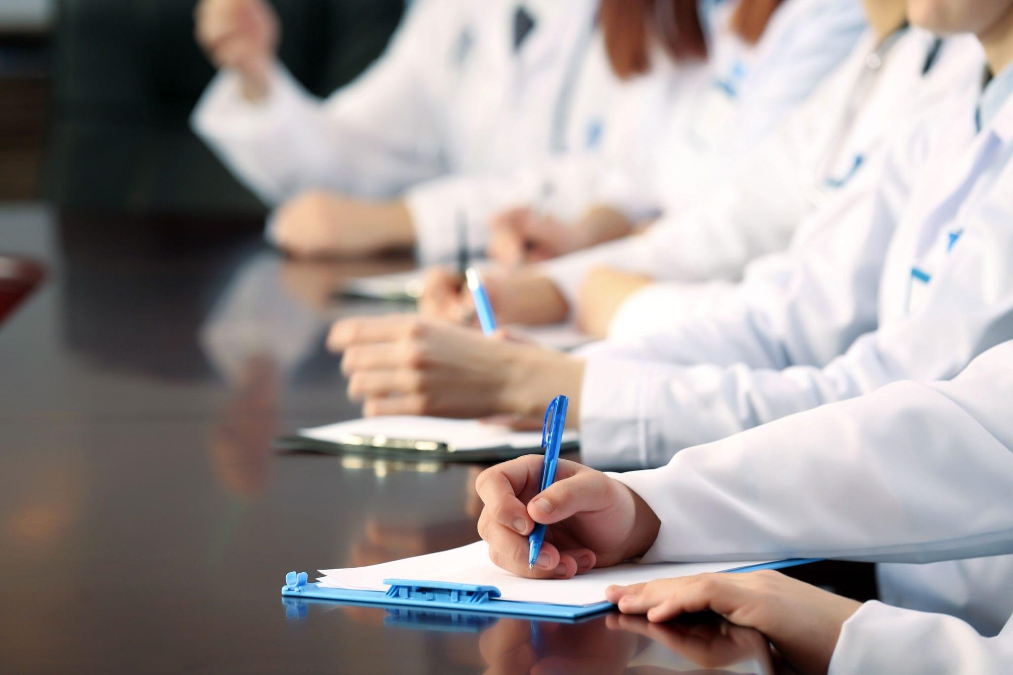 Минздрав решил отменить мораторий на получение свидетельств об аккредитации врачей