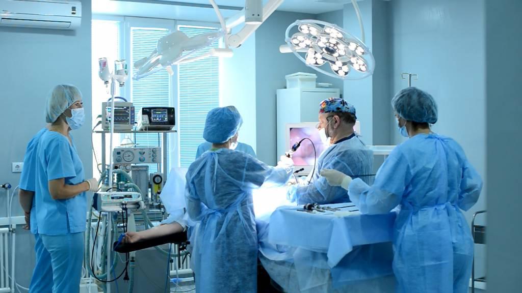В Санкт-Петербурге врачам разрешили вернуться к работе по совместительству