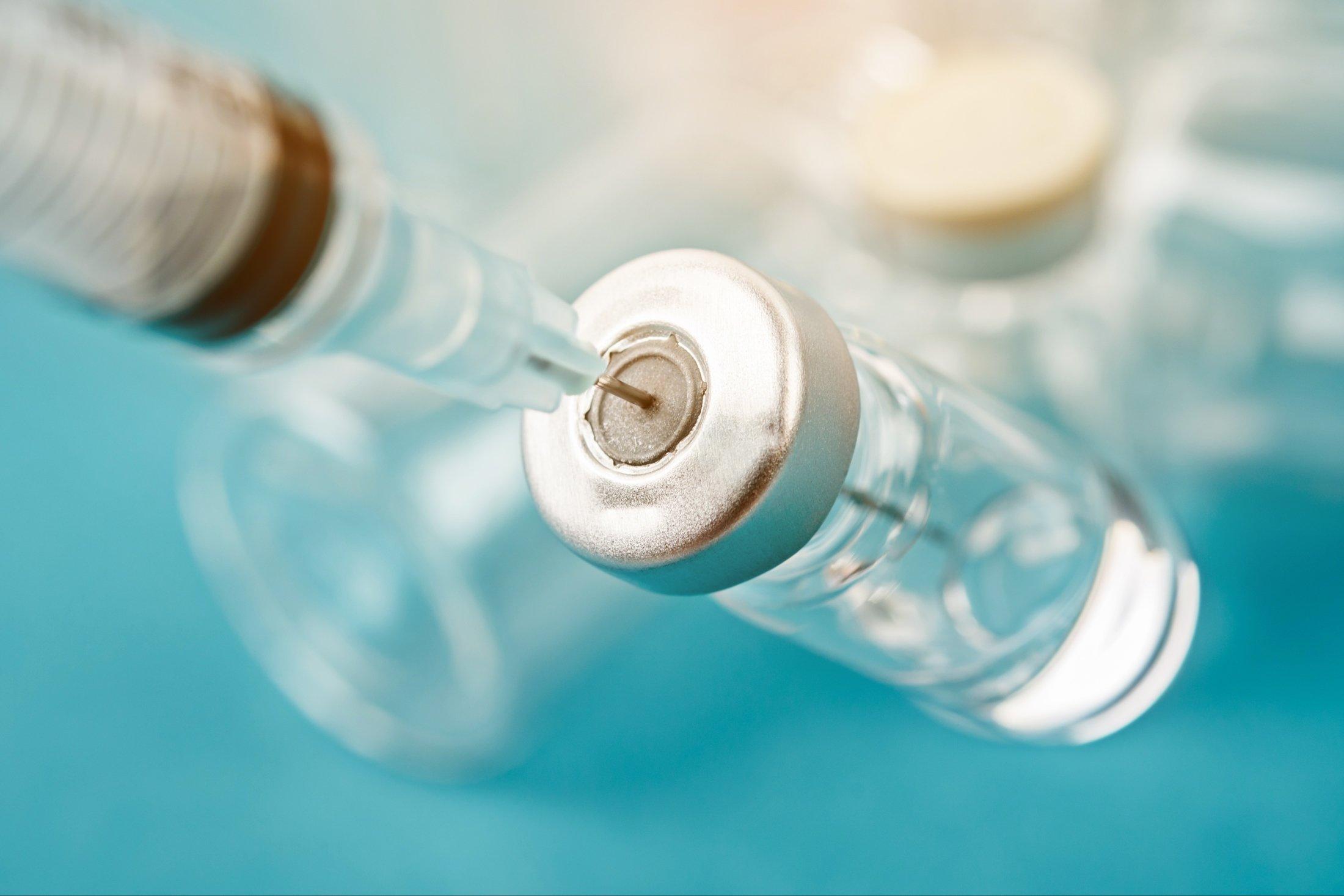 Вакцина от коронавируса может потребовать обновлений раз в несколько лет
