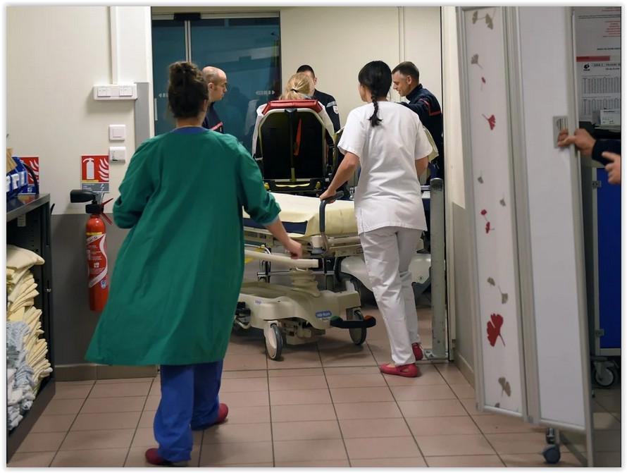 Мясников: Больше шансов заразиться коронавирусом в больнице, чем в магазине