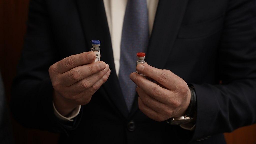 Медработников привьют от COVID параллельно с третьим этапом исследования вакцины