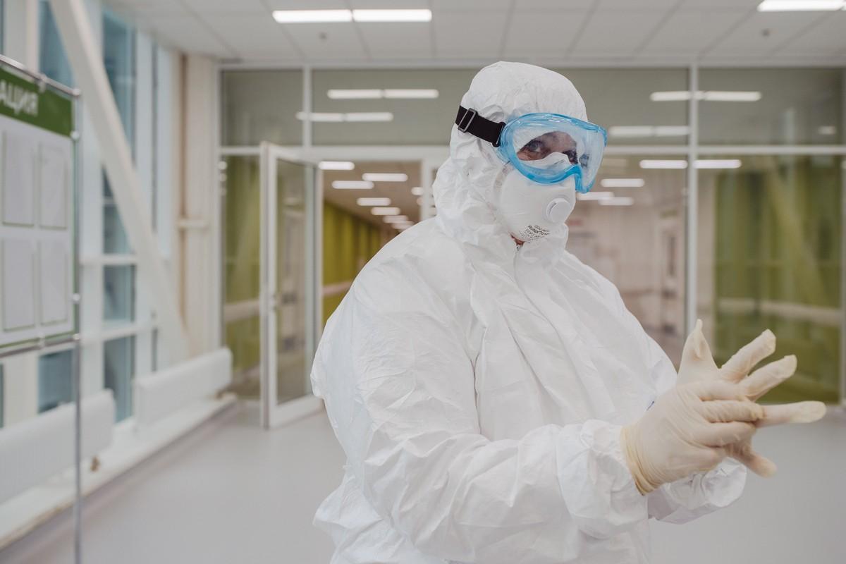 Мишустин: Работающим с COVID медработникам стаж засчитают как день за два