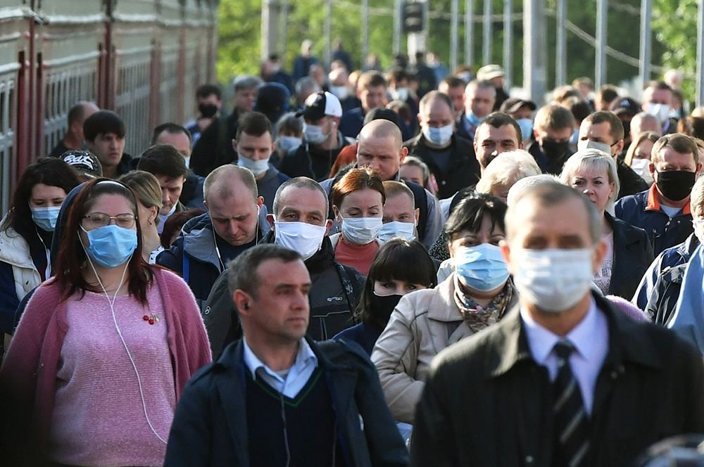С сентября количество москвичей, носящих маски, упало с 90% до 65%