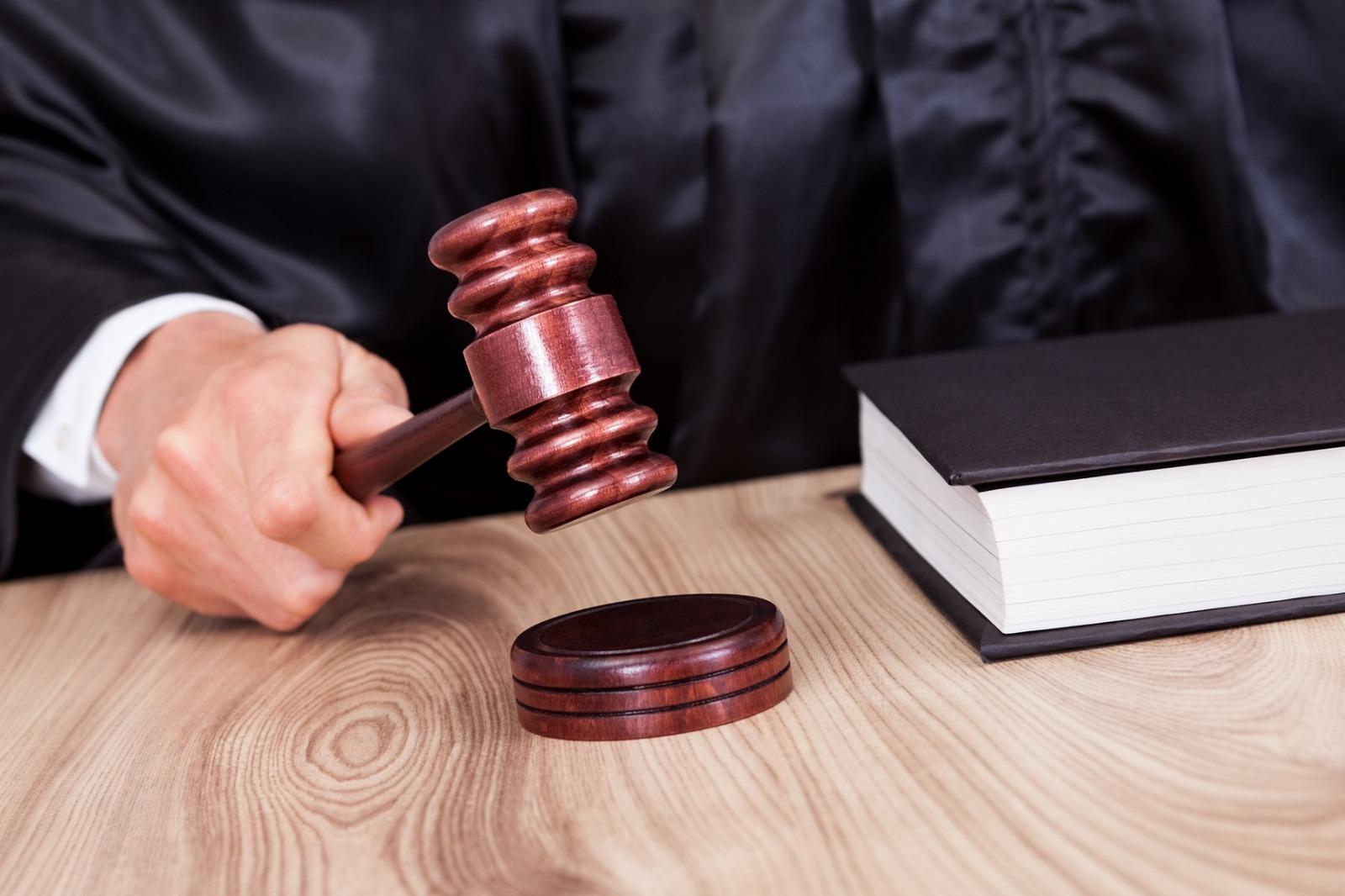 Суд оштрафовал Мариинскую больницу, которая закрыла плановый приём из-за очага коронавируса
