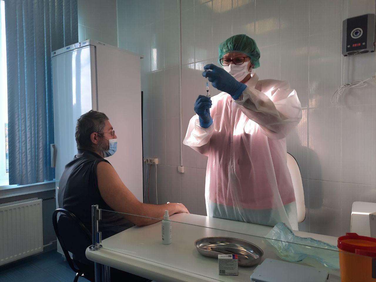 В Мурманской области стартовала вакцинация от коронавируса среди медработников