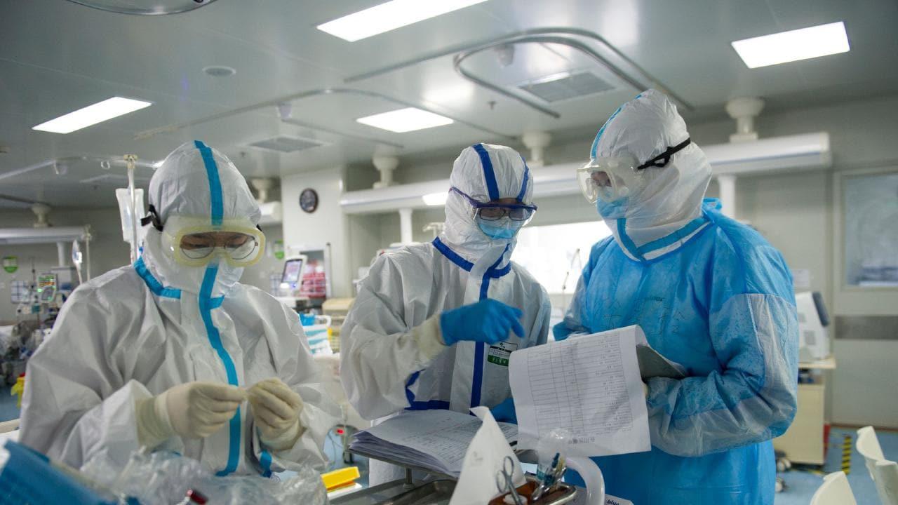 Правительство продлило коронавирусные выплаты медработникам на 2021 год