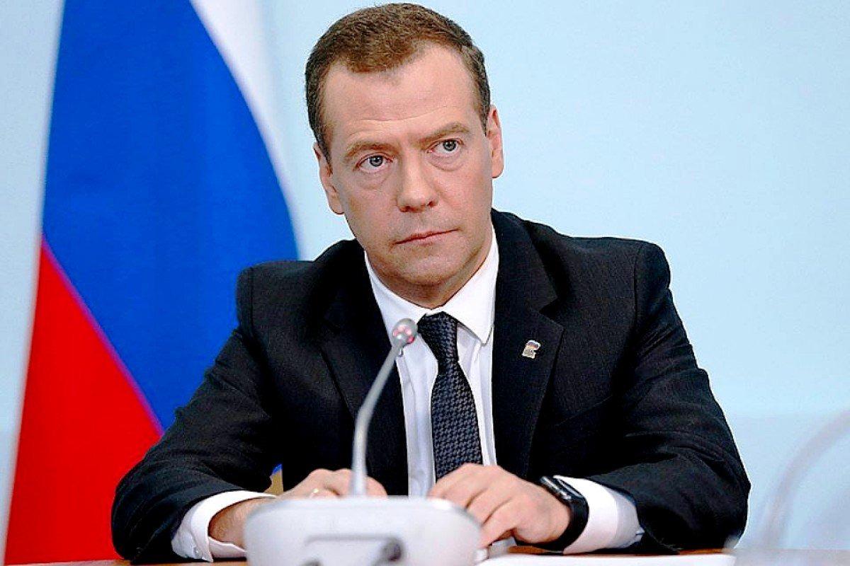 Медведев предложил выдавать лекарства пациентам по рецепту врача за счёт ОМС