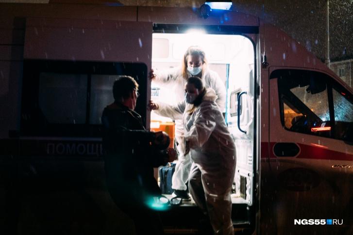 Медработники «скорой» привезли пациента с COVID к зданию Минздрава из-за отсутствия мест в больнице 2