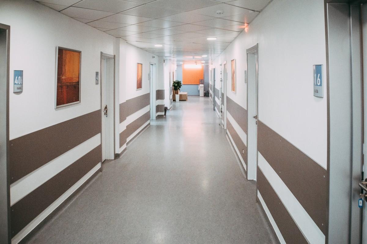В московских медучреждениях за два года заменят более тысячи лифтов